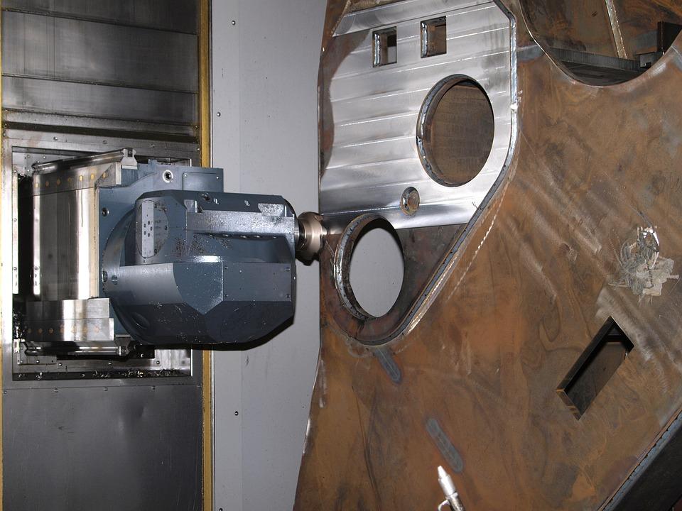Werkzeugmaschine beim Fräsen